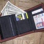 5 Things You Should Never Keep in Your Wallet or Purse
